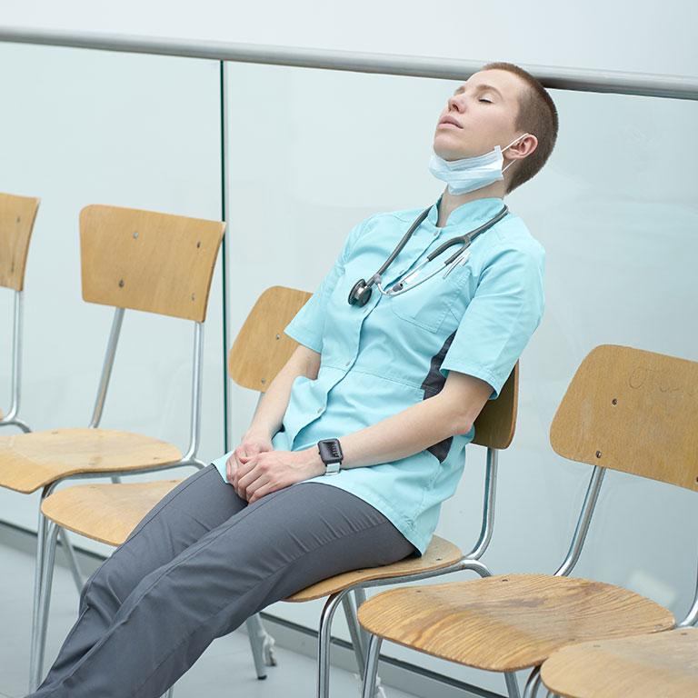 頑張る介護士が注意したい「バーンアウト」とは